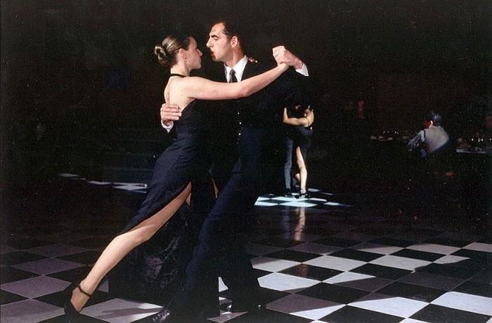 O tango seguiu evoluindo por mais de 40 anos até se consolidar no formato que conhecemos hoje