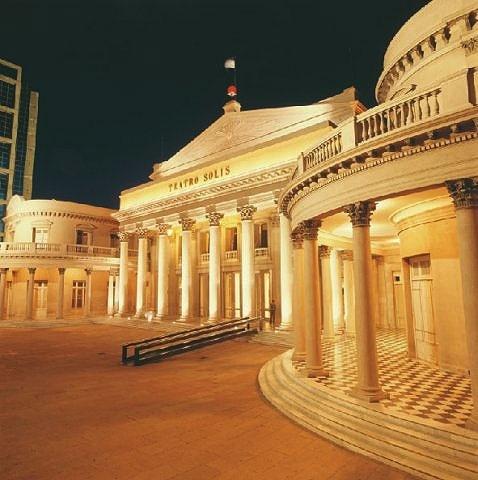 O Teatro Solís é a sede da Comédia Nacional e da Orquestra Sinfônica de Montevidéu