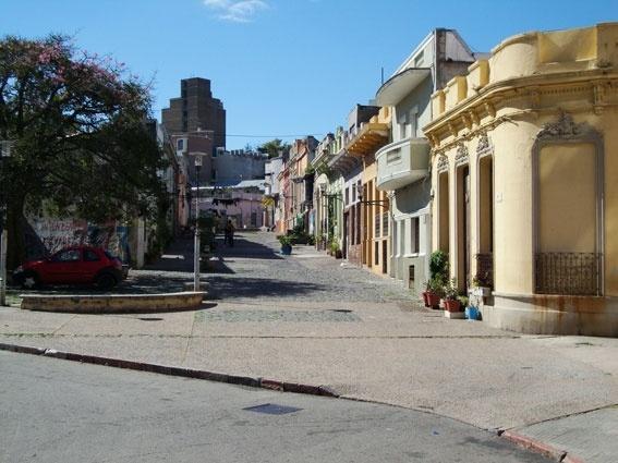 Os populares bairros Sur e Palermo, que abrigam até hoje as colônias de africanos em Montevidéu, são o berço do candombe