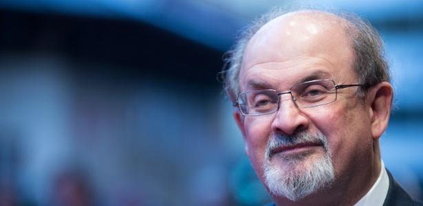 O escritor indo-britânico Salman Rushdie foi sentenciado à morte por Teerã há 26 anos - Getty Images