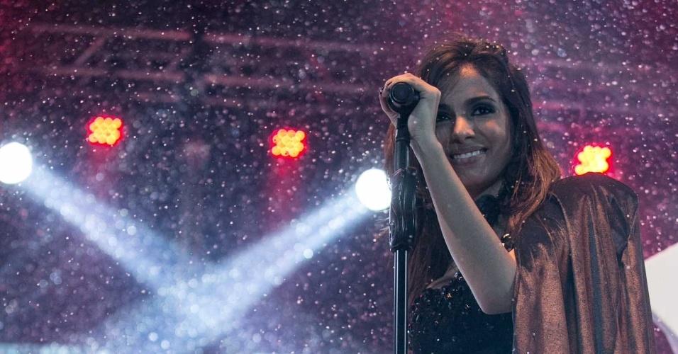 """30.ago.2013 - A cantora Anitta levou seu """"Show das Poderosas"""" para Niterói, Rio. Em papo com o UOL, ela disse que ficou surpresa ao ser comparada pela revista """"Forbes"""" com Shakira"""