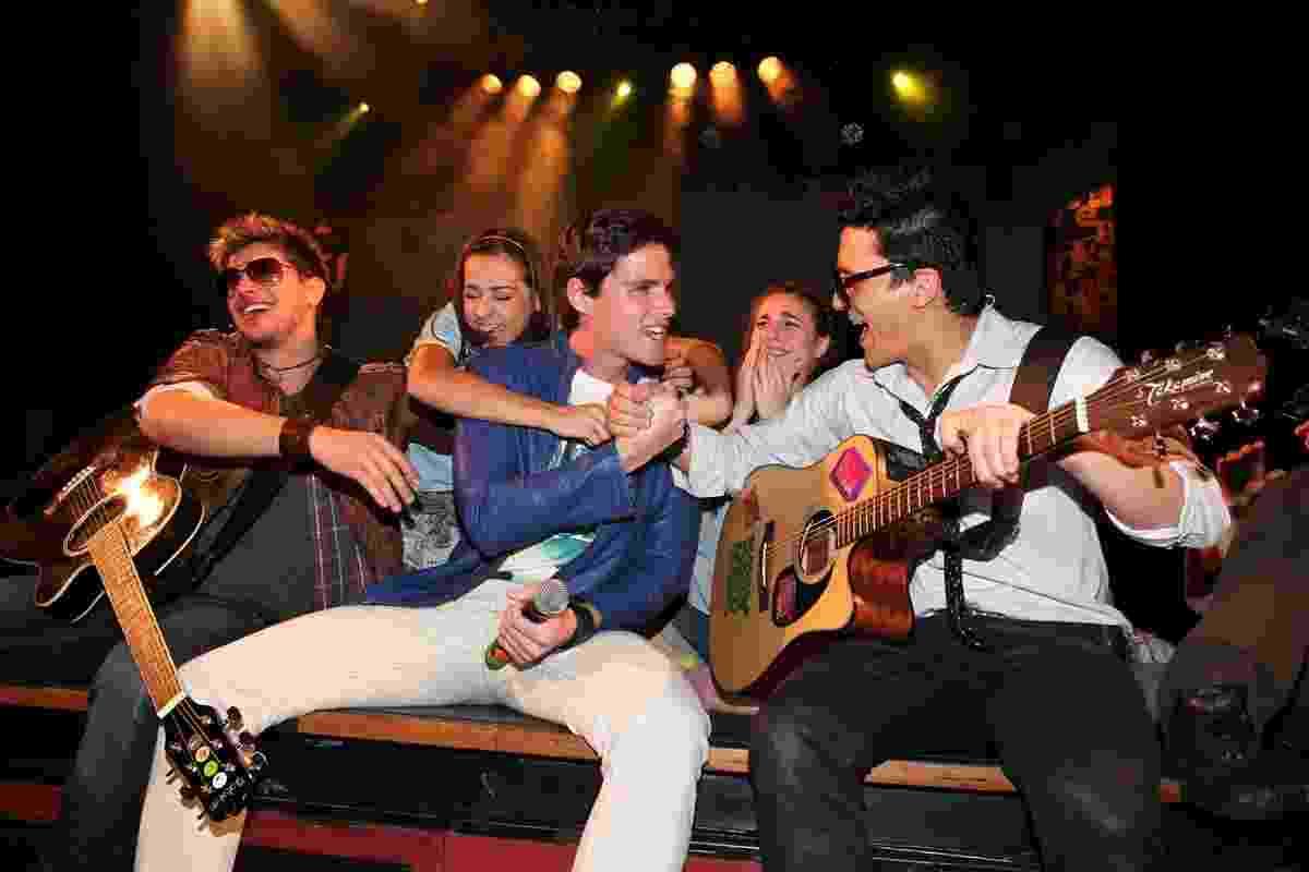 """30.ago.2013 - Jonatas Faro em participação especial no musical """"Tudo Por Um Pop Star"""" no Teatro Folha, em São Paulo - Foto Rio News"""