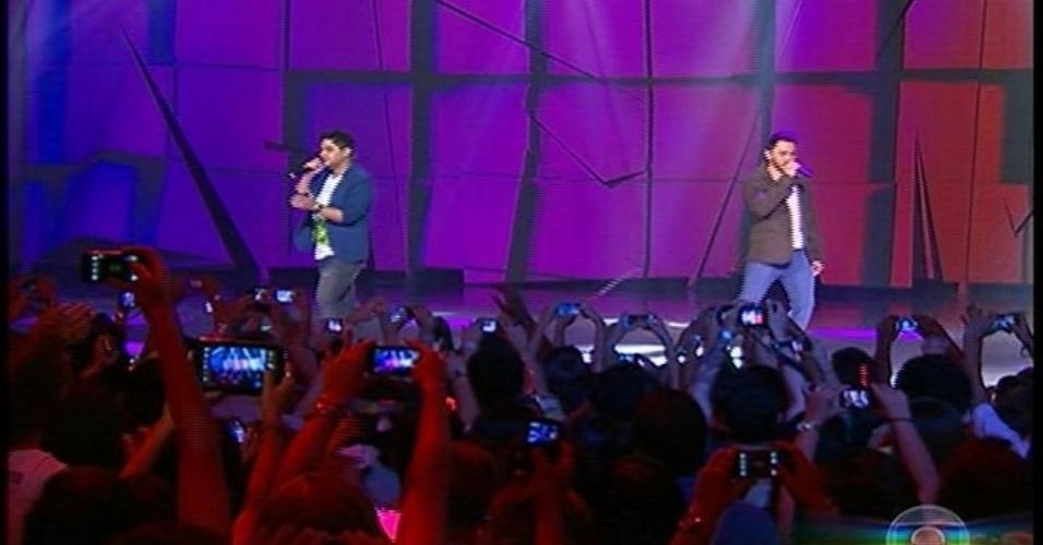 """31.ago.2013 - A dupla Jorge e Matheus agita a plateia do show do """"Criança Esperança"""""""