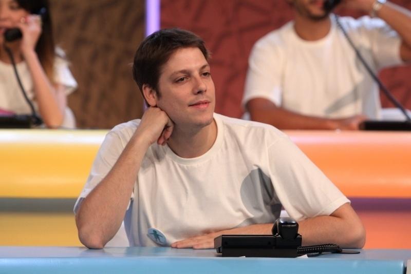"""31.ago.2013 - Fábio Porchat participou do """"Mesão da Esperança"""". O ator atendeu ligações de pessoas interessadas em fazer doações ao projeto """"Criança Esperança"""""""