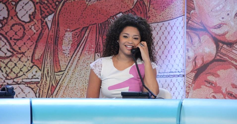 """31.ago.2013 - Juliana Alvez participou do """"Mesão da Esperança"""". A atriz atendeu ligações de pessoas interessadas em fazer doações ao projeto """"Criança Esperança"""""""