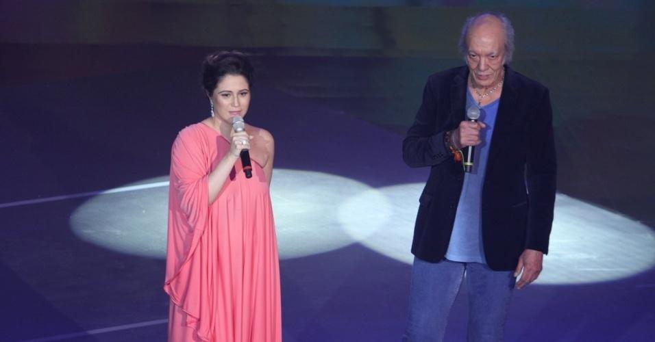 """31.ago.2013 - Maria Rita se apresenta com Erasmo Carlos no show do """"Criança Esperança"""""""
