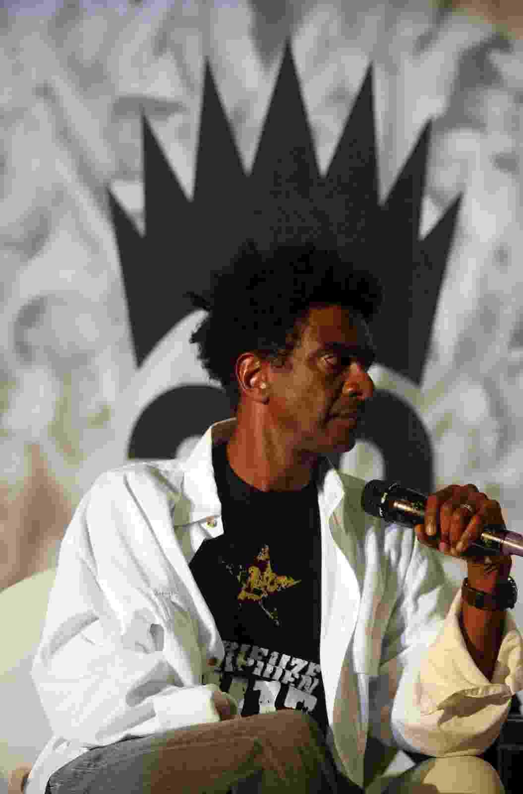 """31.ago.2013 - O humorista Hélio de La Peña fala sobre seu segundo livro, """"Meu Pequeno Botafoguense"""", na Bienal do Livro no Rio de Janeiro - Luiz Ackermann/Divulgação"""