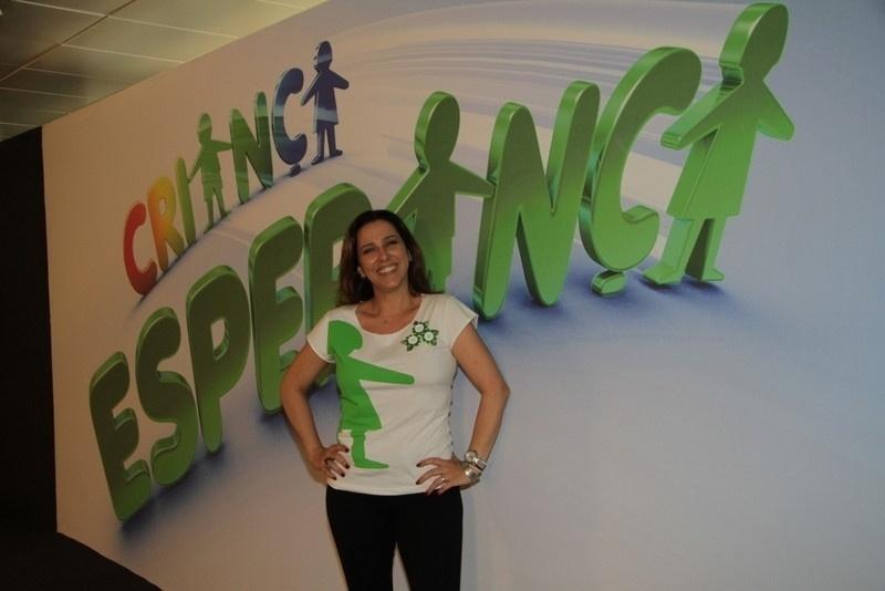 """31.ago.2013 - Renata Castro participou do """"Mesão da Esperança"""". A atriz atendeu ligações de pessoas interessadas em fazer doações ao projeto """"Criança Esperança"""""""