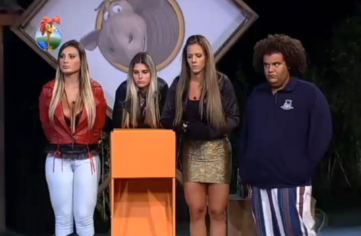 29.ago.2013 - Atividade abre debate entre grupos da sexta edição de