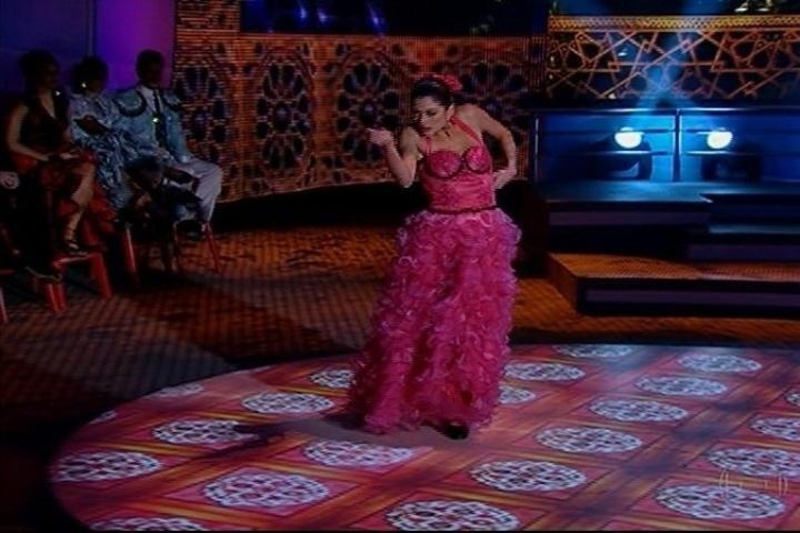 """1.set.2013 - Carol Castro se empenha no paso doble e recebe muitos elogios na """"Dança dos Famosos"""""""