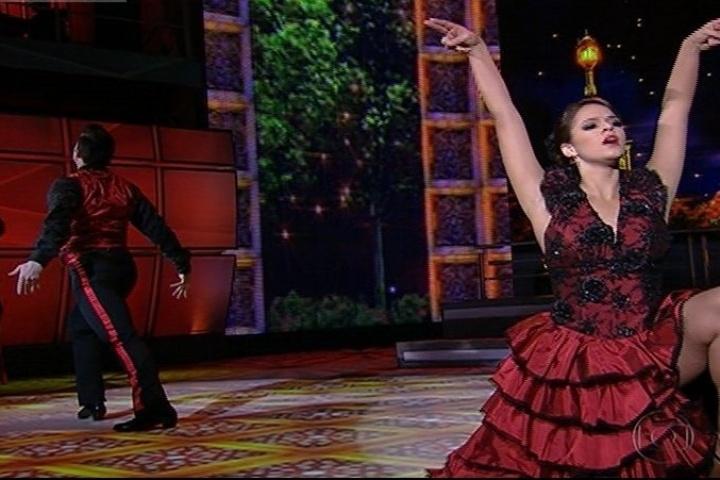 """1.set.2013 - Na """"Dança dos Famosos"""", Bruna Marquezine abusa da sensualidade no paso doble"""