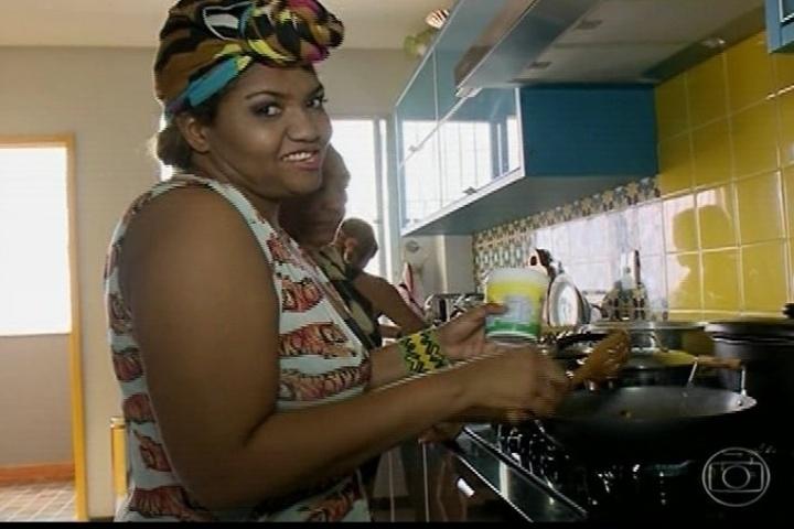 Gaby Amarantos mostra que além de ser boa de garfo, sabe cozinhar. Atualmente ela pesa 81,7 quilos