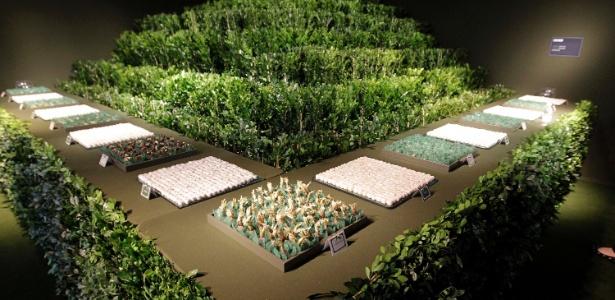 Mesa de doces decorada por Marcelo Bacchin leva bastante verde, a segunda cor mais adorada pelas pessoas, de acordo com pesquisa abaixo. O tom neutraliza o ambiente e ainda está em alta em casamentos - Reinaldo Canato/UOL