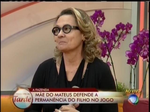 03.set.2013 - Mãe de Mateus Verdelho dá resposta duvidosa sobre namoro do filho com Bárbara Evans