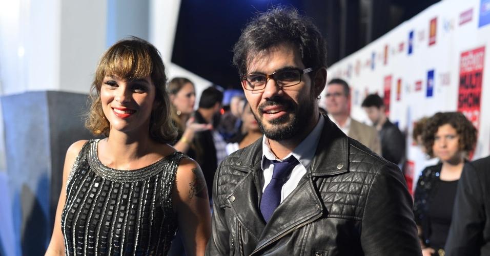 """3.set.2013 - Juliano Cazarré e sua mulher Letícia chegam ao prêmio Multishow e ele diz que Ninho de """"Amor à Vida"""" é ingênuo"""