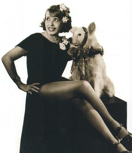 A atriz francesa Jeanne Bourgeois, conhecida como Mistinguett, esteve no Brasil