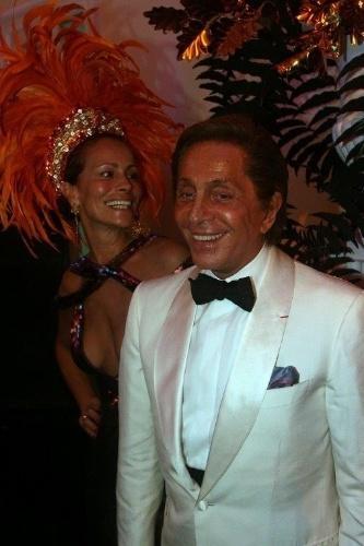 O estilista Valentino foi o convidado principal do baile de Carnaval do Copacabana em 2009