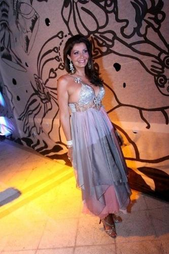 Roberta Close foi uma das celebridades que prestigiaram o tradicional baile de gala do Copacabana Palace