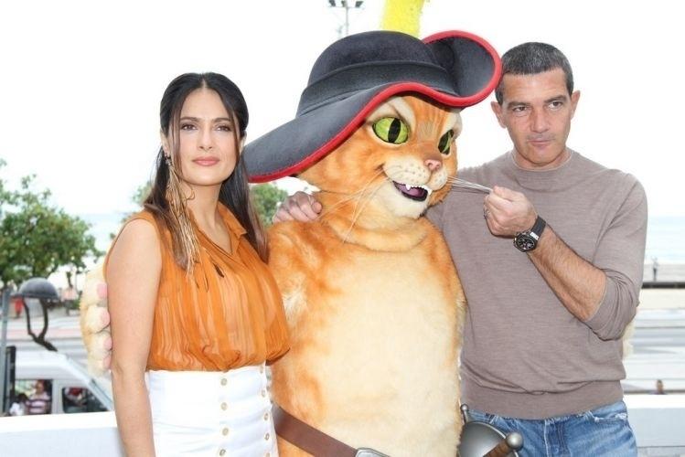 """Salma Hayek e Antonio Banderas divulgaram o filme """"Gato de Botas"""""""