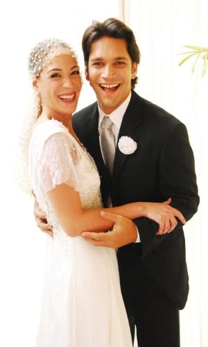 """2008 - Na novela """"Duas Caras"""", Armando Babaioff interpretou Benoliel, que no fim da trama se casou com Fernanda (Julia Almeida)"""