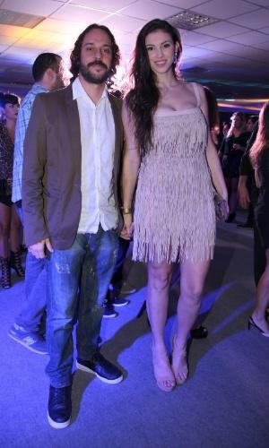 3.set.2013 - Gabriel o Pensador com a namorada Júlia Britto na festa do Prêmio Multishow 2013 no HSBC Arena na Barra da Tijuca, Rio de Janeiro