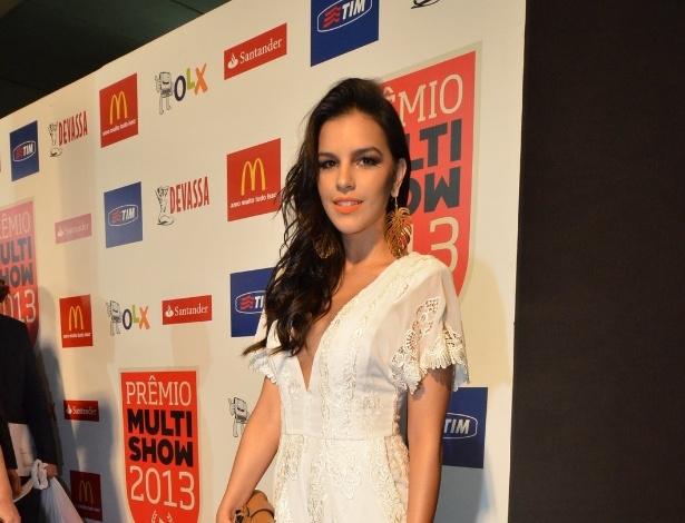 3.set.2013 - Mariana Rios chega para a entrega dos prêmios Multishow 2013 e nega romance com Daniel Oliveira