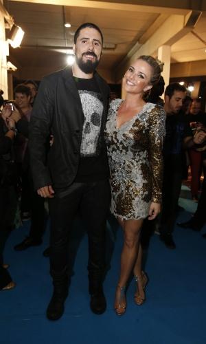 3.set.2013 - Nathália Rodrigues e o namorado Tchello, dos Detonautas, foram prestigiar o Prêmio Multishow 2013