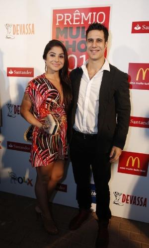 3.set.2013 - O ator Emiliano d´Ávila e sua namorada foram assistir ao Prêmio Multishow 2013, no Rio de Janeiro
