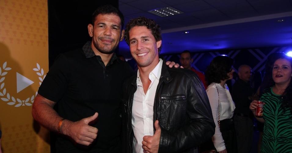 3.set.2013 - O lutador Minotauro com o apresentador Flávio Canto na festa do Prêmio Multishow 2013 no HSBC Arena na Barra da Tijuca, Rio de Janeiro