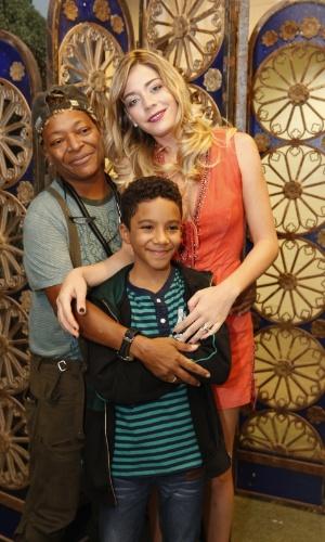 4.set.2013 -  O casal de lésbicas formado por Tamanco (Mart'nália) e Odete Roitman (Luma Costa) adotam um filho, interpretado pelo ator mirim