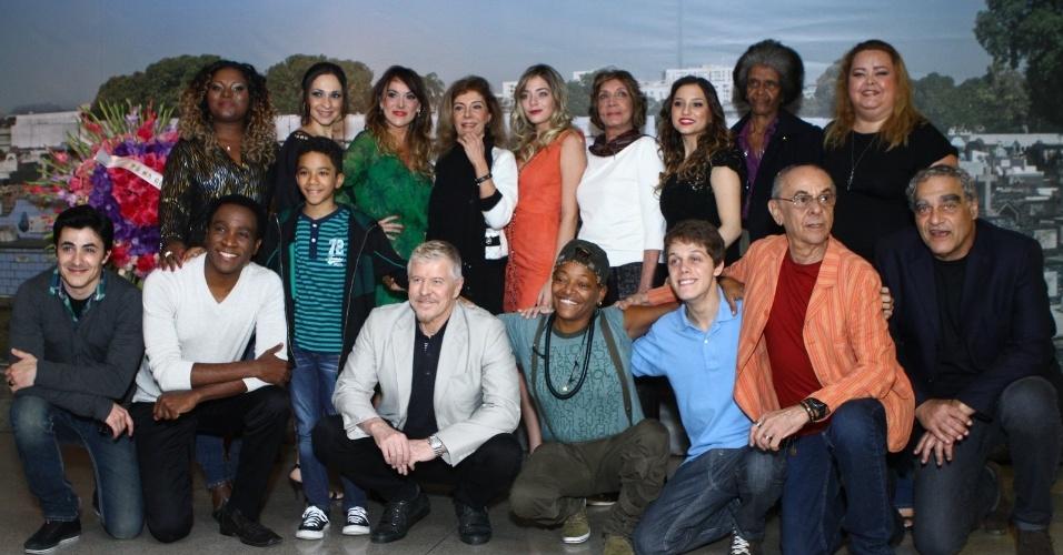 """4.set.2013 - O elenco de """"Pé na Cova"""" se reúne para o lançamento da segunda temporada da série"""