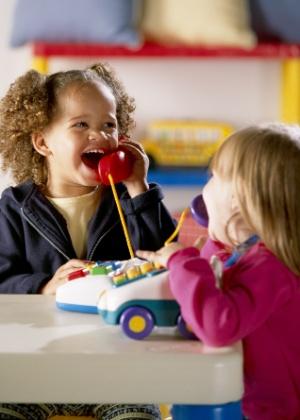 Pais, mães e organizações podem buscar informações e montar sua própria feira de troca - Thinkstock