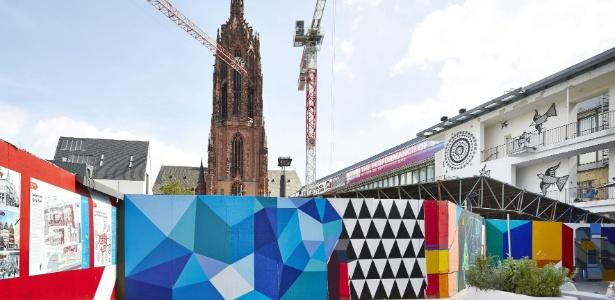 Grafites brasileiros ocupam fachada do Deutsche Bank e ruas de Frankfurt  - EFE/NORBERT MIGULETZ