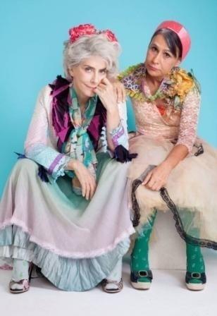 4.set.2013 - Maitê Proença e Clarisse Derzié Luz em imagem da peça