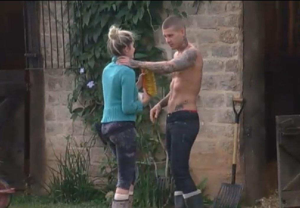 5.set.2013 - Bárbara se mostra irritada e Mateus a aconselha: