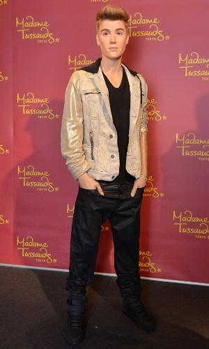 5.set.2013 - Justin Bieber ganha estátua de cera no museu Madame Tussauds em Tóquio, no Japão