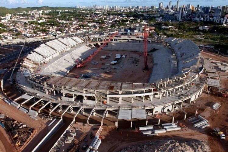 A Arena das Dunas, em Natal (RN), ainda está em construção, com entrega prevista para dezembro de 2013. A nova Arena tomou o lugar do antigo estádio João Machado, o ?Machadão?, e do ginásio Humberto Nesi, o Machadinho. A foto é de abril de 2013.