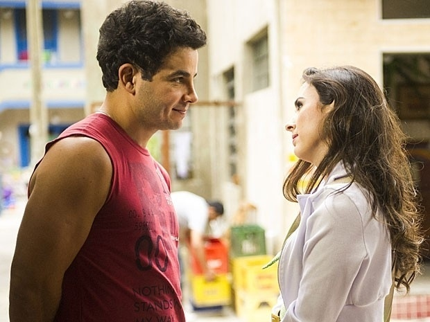 Carlito pede Valdirene em casamento e a deixa sem reação: 'Casa comigo?'