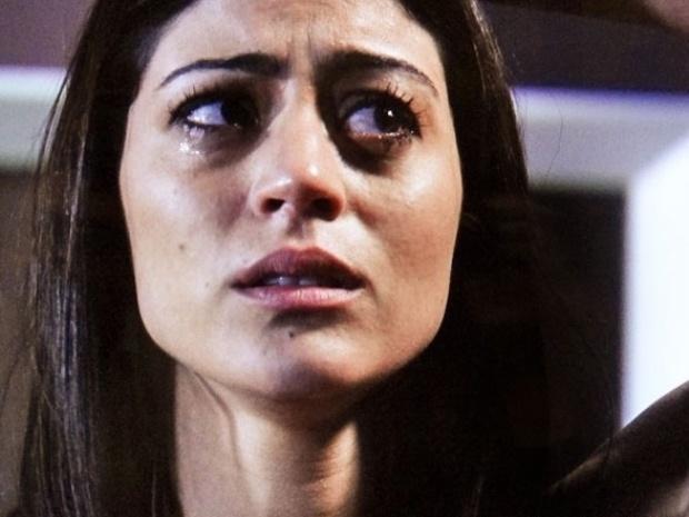 """Em """"Amor à Vida"""", Silvia conta a Michel que encontrou nódulo no seio"""