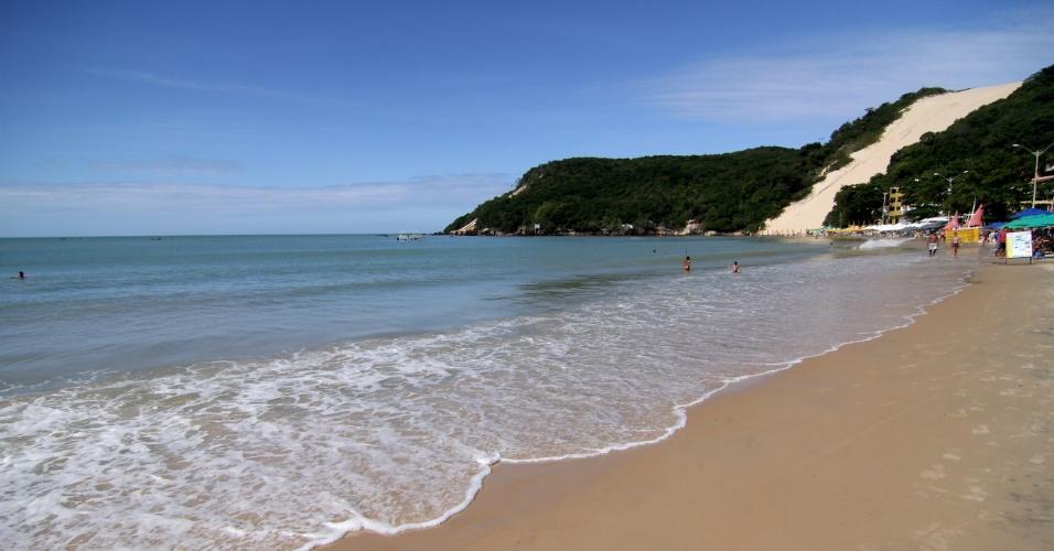 Praia de Ponta Negra e o Morro do Careca, em Natal (RN)