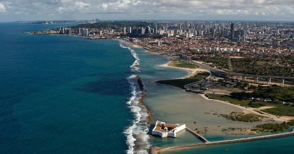 Vista aérea do Forte dos Reis Magos e da orla de Natal (RN)