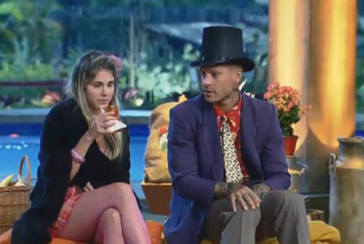 06.set.2013 - Mateus e Bárbara curtem apresentações dos peões