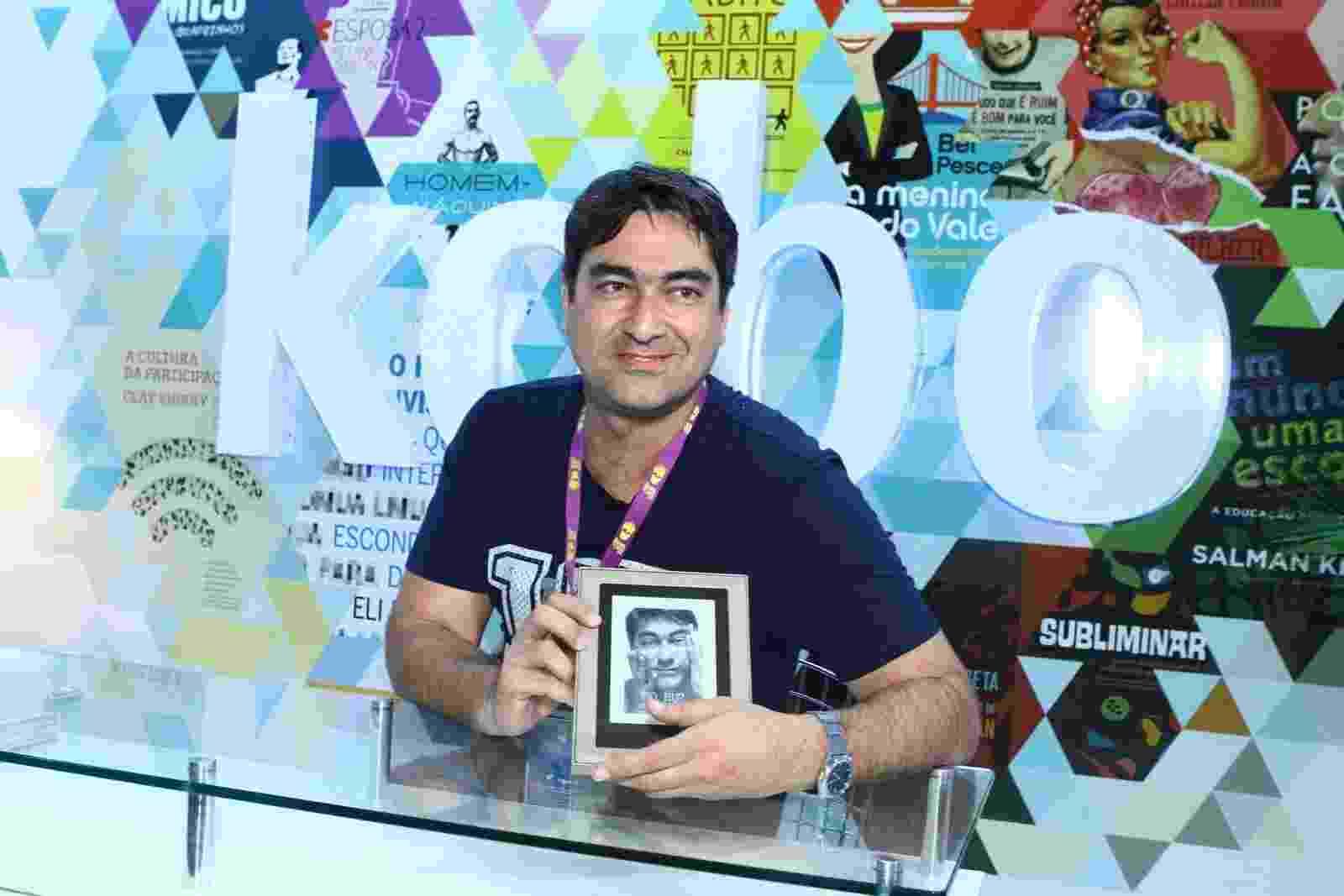 """6.set.2013 - Jornalista Zeca Camargo lançou o livro """"50, Eu?"""" na Bienal do Livro do Rio - Raphael Mesquita/Foto Rio News"""