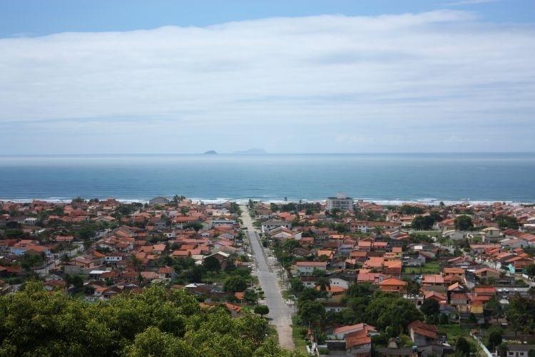 Do alto do Mirante de Peruíbe é possível ter uma boa visão da beleza local