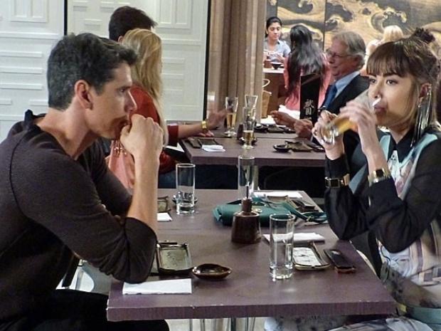 """Em """"Amor à Vida"""", apaixonado, Guto pede para retomar o casamento com Patrícia"""