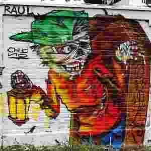 Grafite nos muros do Cemitério Vila Nova Cachoeirinha, em São Paulo - Flávia Nogueira/BBC Brasil