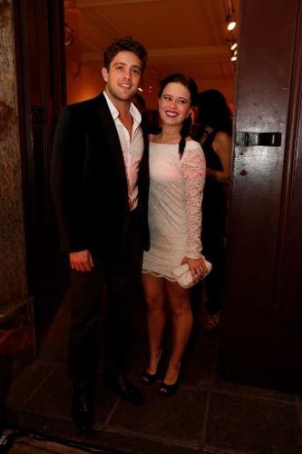 O casal Rafael Cardoso e Mariana Bridi marcam presença na festa de lançamento de