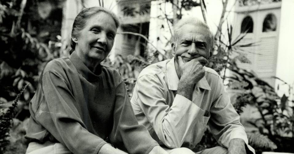 O escritor, poeta e dramaturgo Ariano Suassuna e sua mulher Zélia, em Recife (PE)Negativo: 12116-1991)