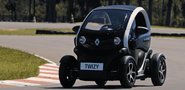 Criado para pequenas entregas ou para rodar em fábricas, Twizy é prático e divertido de se dirigir - Murilo Góes/UOL