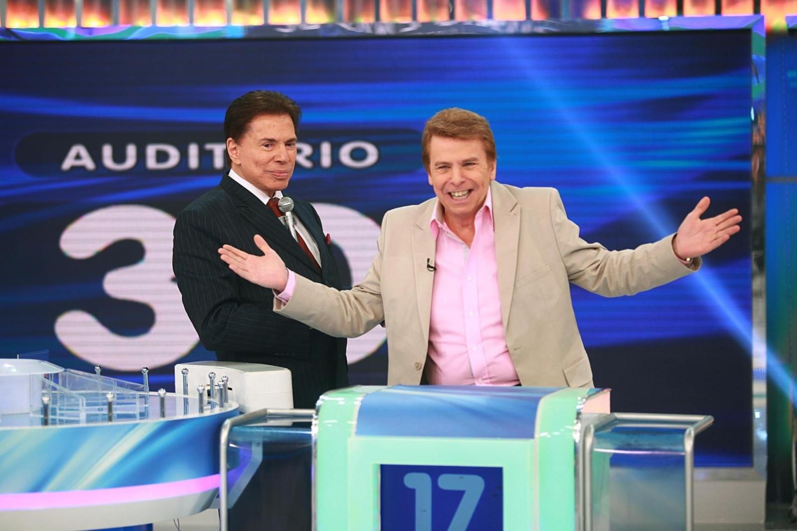 Silvio Santos recebe o apresentador Nelson Rubens em seu programa